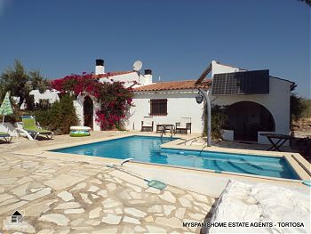 Country house with Swimming Pool M1697